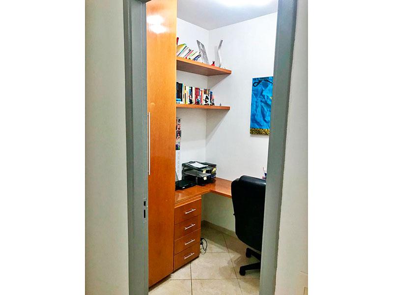 Ipiranga, Apartamento Padrão-3º Dormitório com piso de cerâmica e armário planejado.