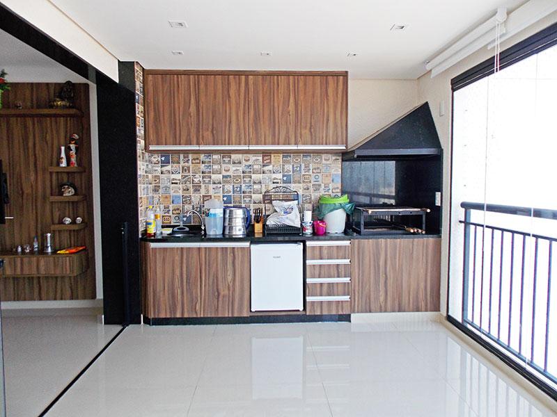 Sacomã, Apartamento Padrão-Varanda gourmet com piso de porcelanato, teto com sanca, iluminação embutida e cortina de vidro.