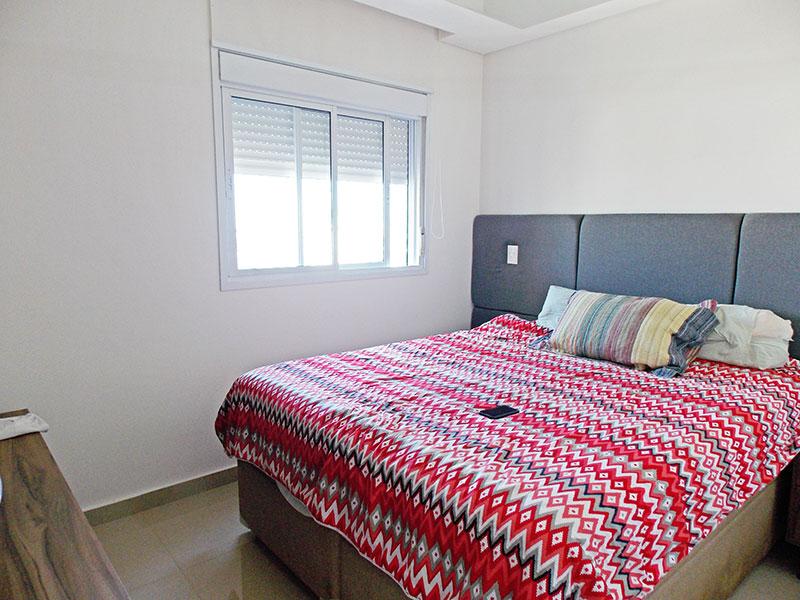 Sacomã, Apartamento Padrão-1º dormitório com piso de porcelanato, teto com sanca de gesso e armários planejados.