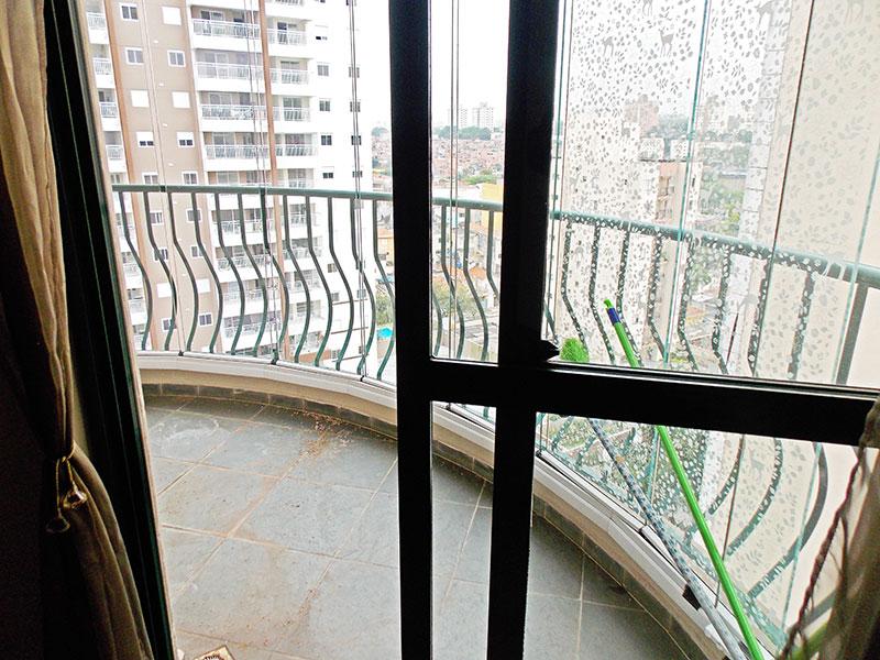 Sacomã, Apartamento Padrão-Sacada com piso de ardosia e fechamento de vidro.