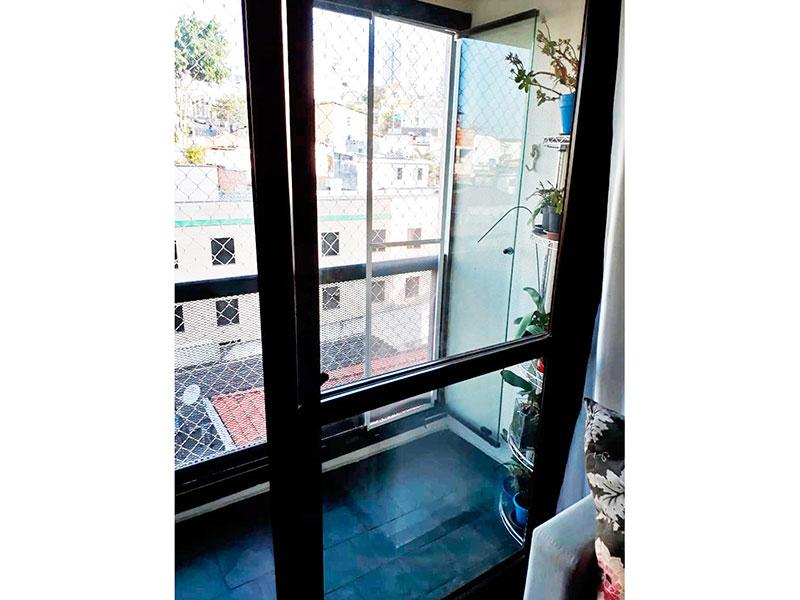 Jabaquara, Apartamento Padrão-Varanda com piso de ardosia e fechamento em vidro.