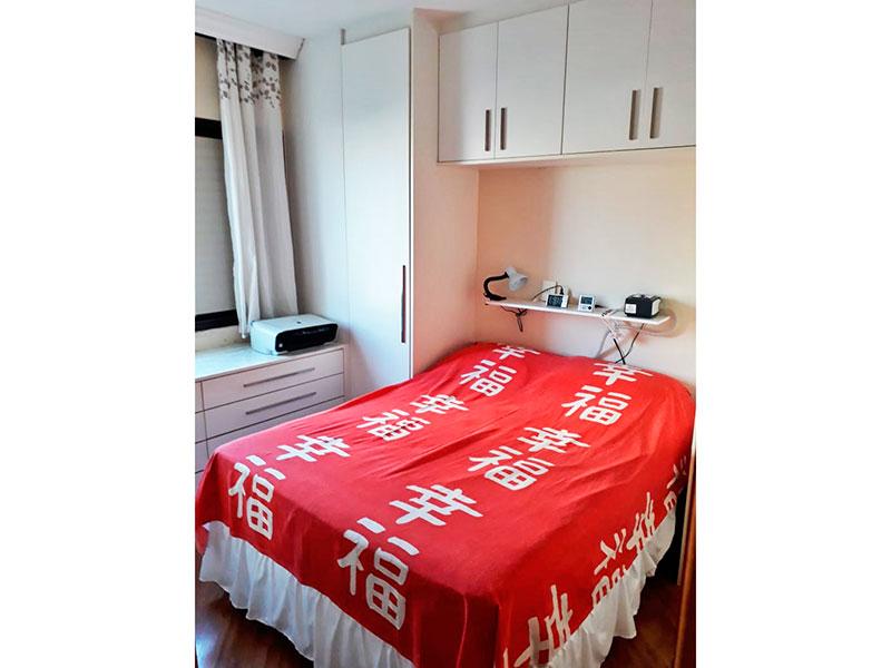 Jabaquara, Apartamento Padrão-1º suite com piso laminado, teto com sanca e armários planejados.