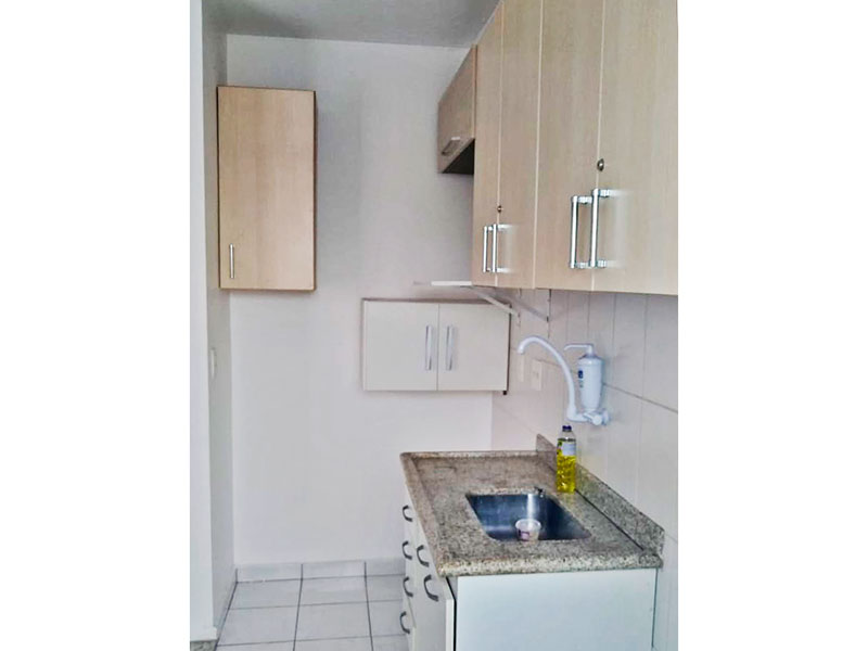 Jabaquara, Apartamento Padrão-Cozinha com piso de cerâmica, armários planejados, gabinete pia de granito e acesso a área de serviço.