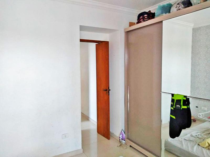 Sacomã, Apartamento Padrão-1º suite com piso de porcelanato e teto com moldura de gesso.