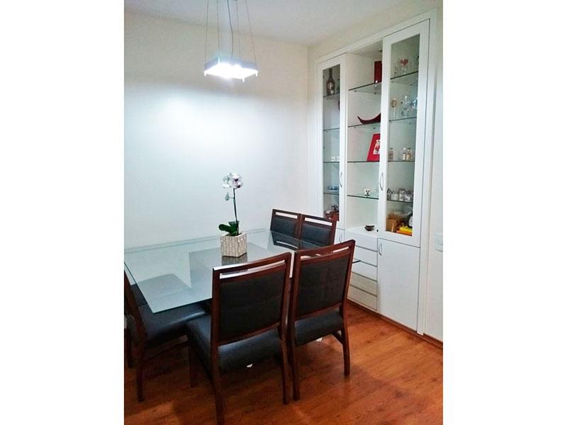 Jabaquara, Apartamento Padrão-Sala com piso laminado, armários embutidos e acesso a varanda.
