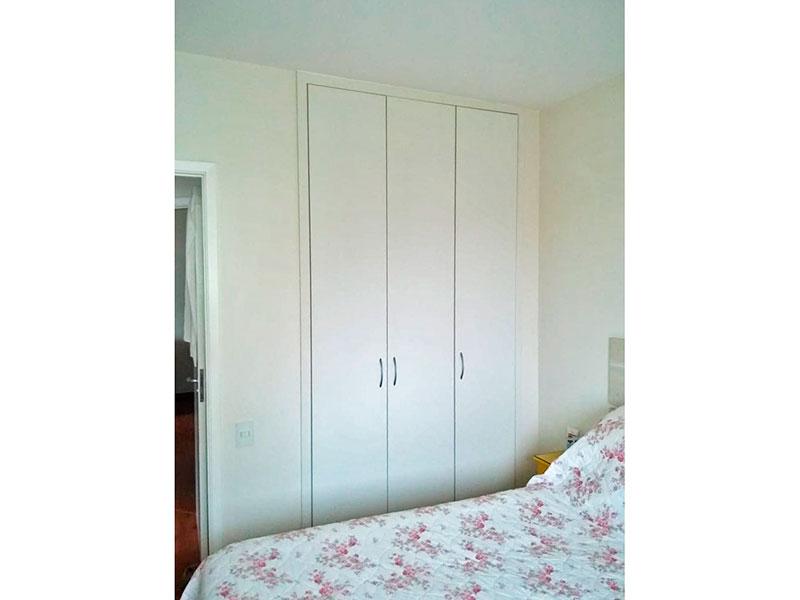 Jabaquara, Apartamento Padrão-1º suite com piso laminado, armários planejados e embutidos.