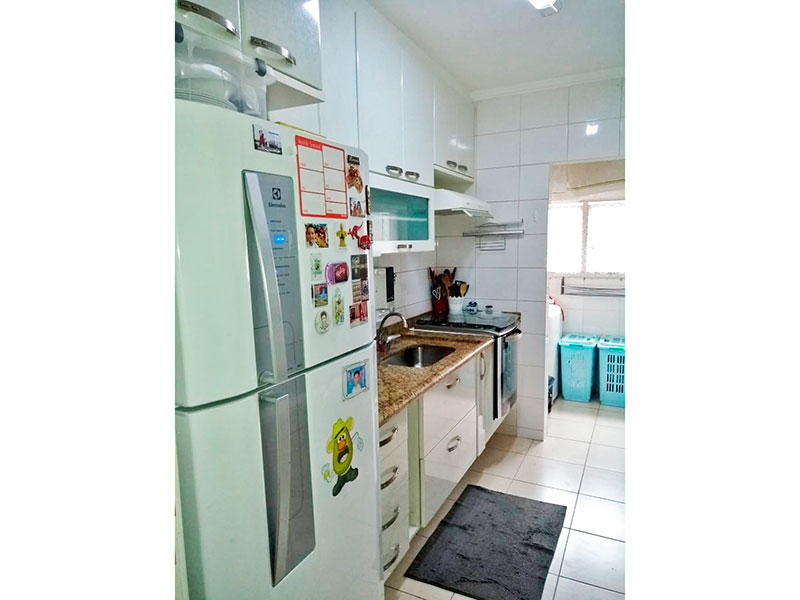 Jabaquara, Apartamento Padrão-Cozinha integrado com a área de serviço com piso de cerâmica, teto com moldura de gesso, armários planejados, gabinete, pia de granito.