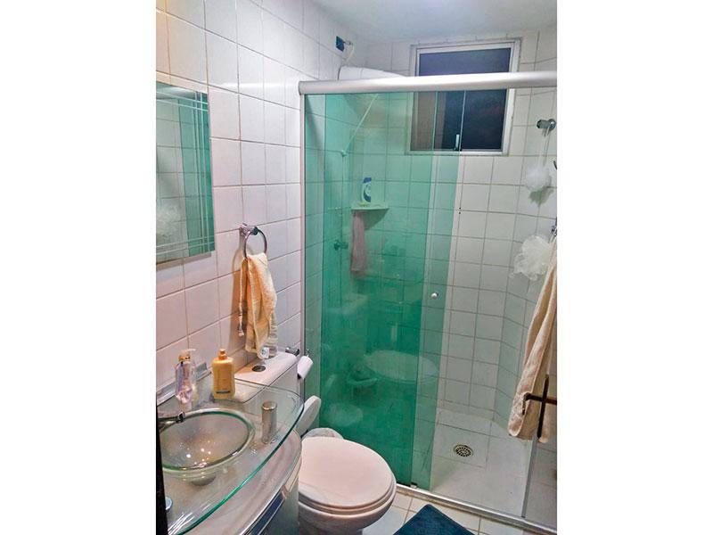 Jabaquara, Apartamento Padrão-Banheiro da suite com piso de cerâmica, gabinete, pia de vidro e box de vidro.