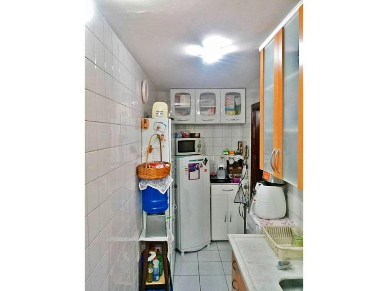 Jabaquara, Apartamento Padrão-Cozinha integrada com a área de serviço com piso de cerâmica, armários planejados, gabinete e pia de mármore.