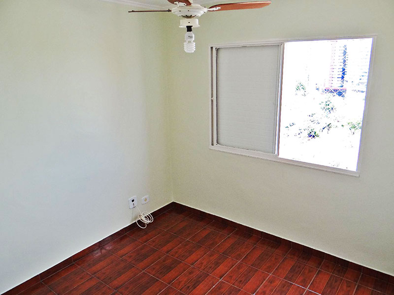 Jabaquara, Apartamento Padrão-2º dormitório com piso de cerâmica e teto com moldura de gesso.