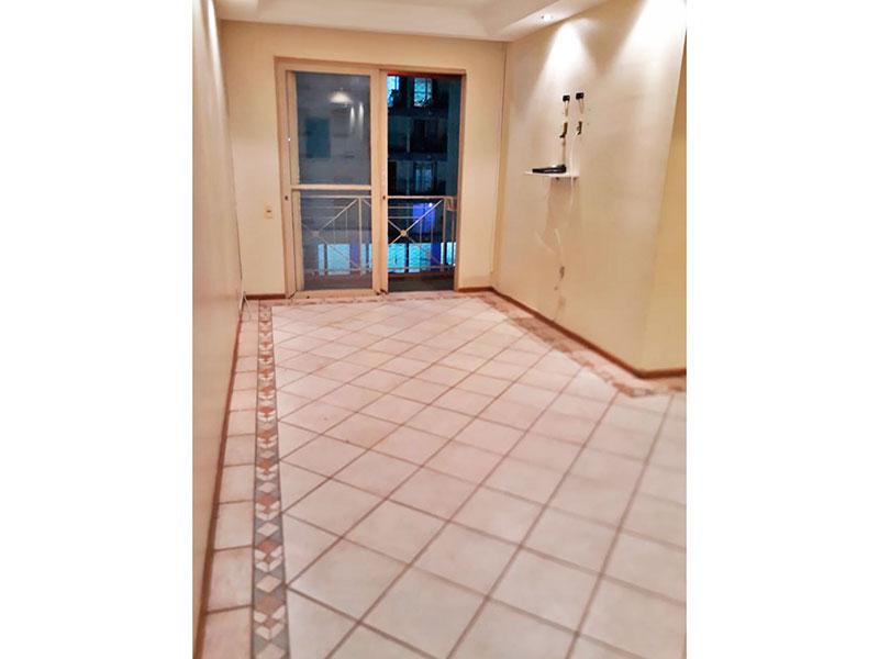 Sacomã, Apartamento Padrão - Sala em L com piso de cerâmica, teto com sanca de gesso, iluminação embutida e acesso a varanda.