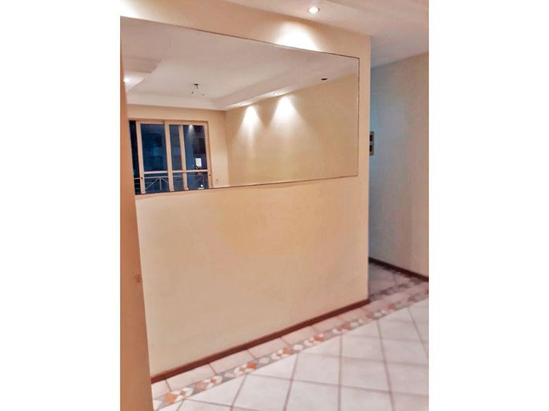 Sacomã, Apartamento Padrão-Sala em L com piso de cerâmica, teto com sanca de gesso, iluminação embutida e acesso a varanda.