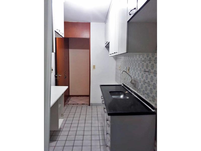 Sacomã, Apartamento Padrão-Cozinha com piso de cerâmica, armários planejados, gabinete e pia de granito.