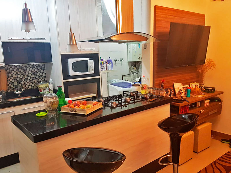 Sacomã, Apartamento Padrão-Sala com piso de porcelanato, teto com moldura de gesso com acesso a varanda.