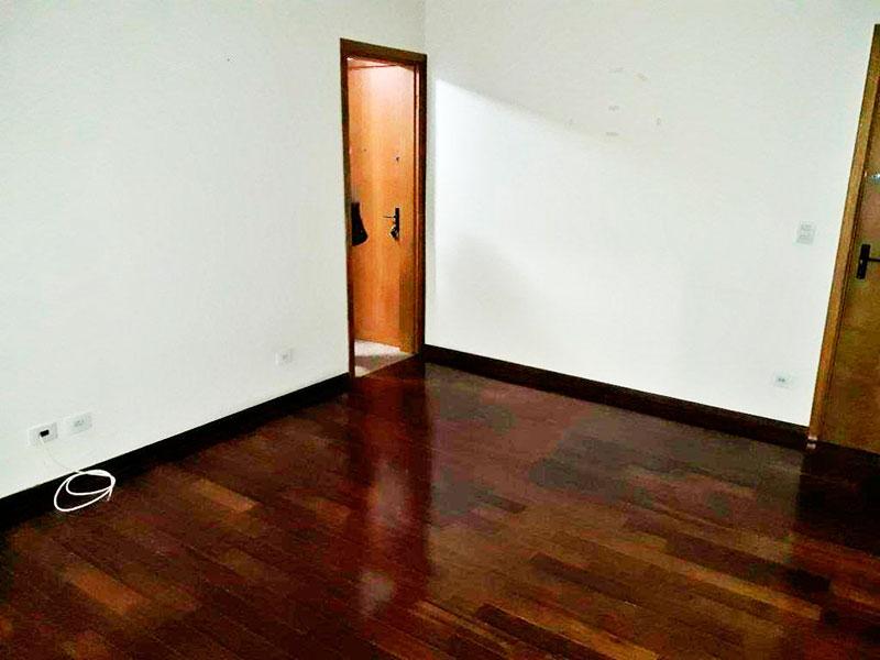 Ipiranga, Apartamento Padrão-Sala com piso de taco, teto com moldura de gesso e acesso a sacada.