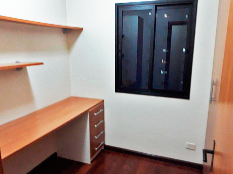 Ipiranga, Apartamento Padrão-3º dormitório com piso de taco e armários planejados.