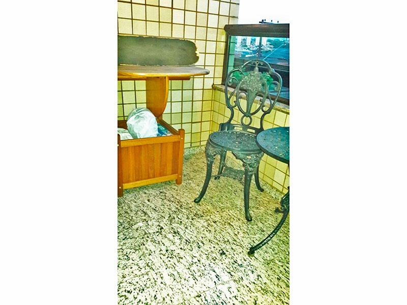 Jabaquara, Apartamento Padrão-Sacada com piso de granito.