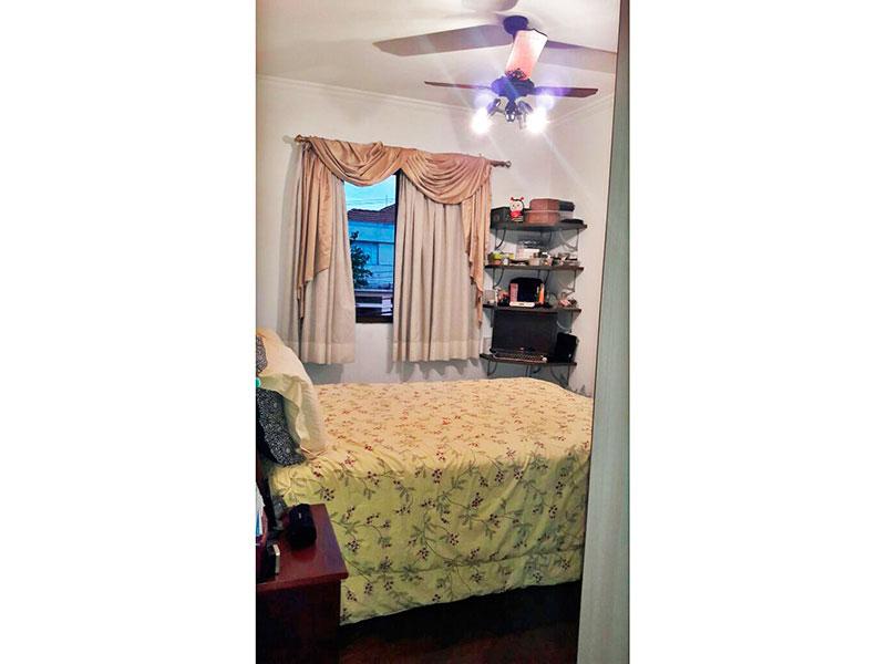 Jabaquara, Apartamento Padrão-Suite com piso de madeira, teto com moldura de gesso e armários planejados.