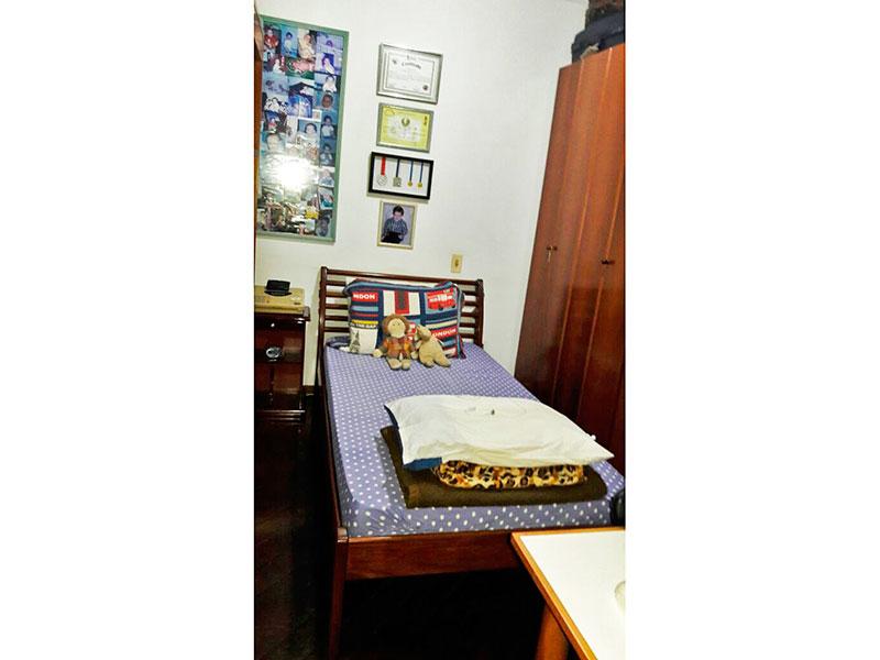Jabaquara, Apartamento Padrão-2º quarto com piso de madeira e teto com moldura de gesso.
