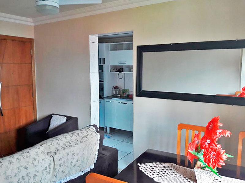 Ipiranga, Apartamento Padrão - Sala com piso de taco e teto com moldura de gesso.