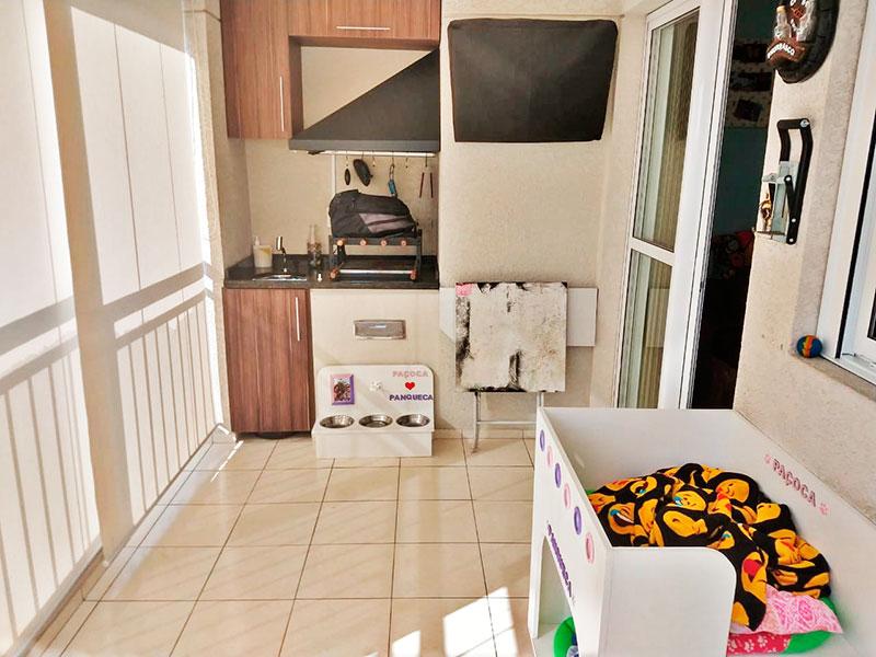 Sacomã, Apartamento Padrão-Varanda gourmet com piso de cerâmica, armários planejados, gabinete, pia de granito e fechamento de vidro.