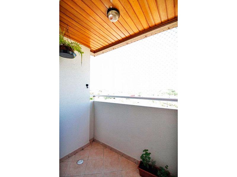 Sacomã, Apartamento Padrão-Varanda com piso de cerâmica e teto de madeira.