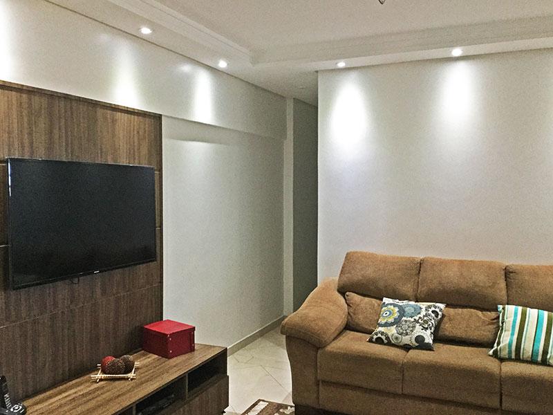 Jabaquara, Apartamento Padrão - Sala com piso de cerâmica, teto com sanca de gesso e iluminação embutida.