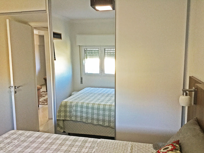 Jabaquara, Apartamento Padrão-1º quarto com piso de laminado, teto com moldura de gesso e armários embutidos.