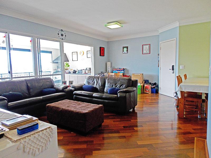 Jabaquara, Apartamento Padrão-Sala (ampliada com o 4º quarto), com piso de tacão, teto com moldura de gesso e acesso a varanda gourmet.