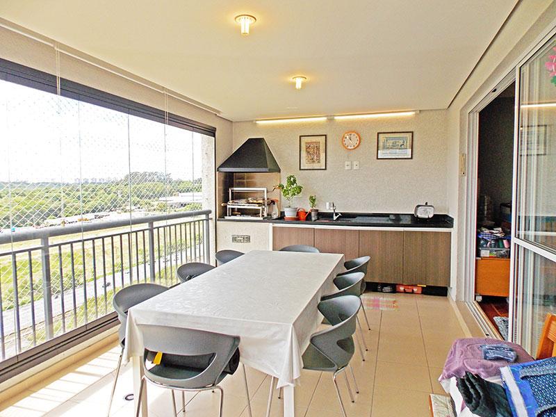 Jabaquara, Apartamento Padrão-Varanda gourmet com piso de cerâmica, teto com sanca, gabinete, pia de granito e fechamento de vidro.