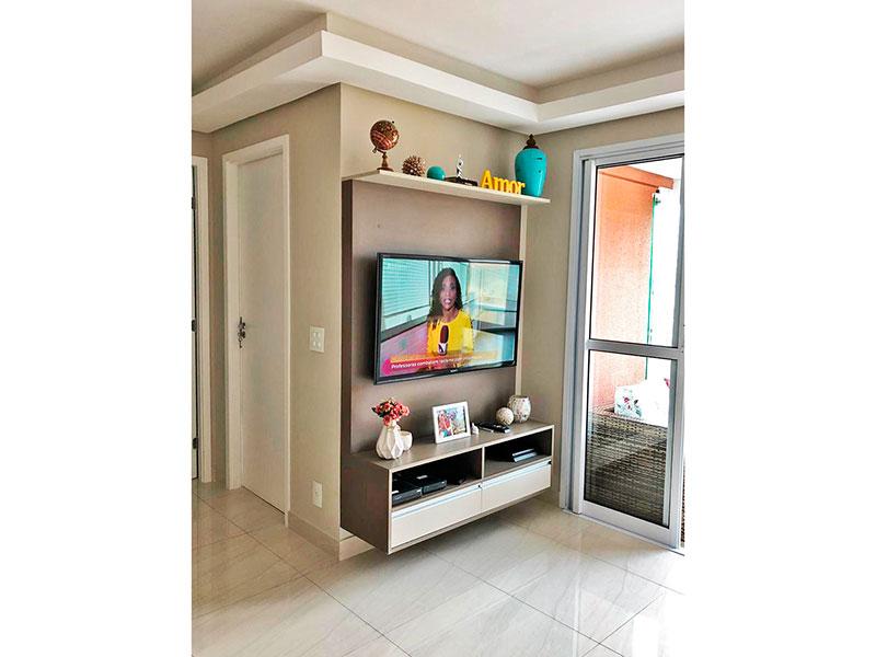 Ipiranga, Apartamento Padrão-Sala com piso de porcelanato, teto com sanca de gesso, armários planejados e acesso a varanda gourmet.