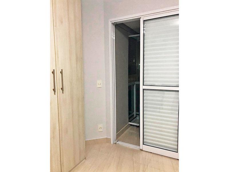 Ipiranga, Apartamento Padrão-Suite com piso de porcelanato, armários planejados e acesso a varanda gourmet.