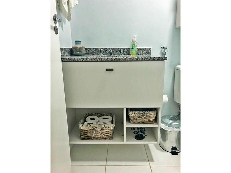 Ipiranga, Apartamento Padrão-Banheiro da suite com piso de cerâmica, gabinete, pia de granito e box de vidro.