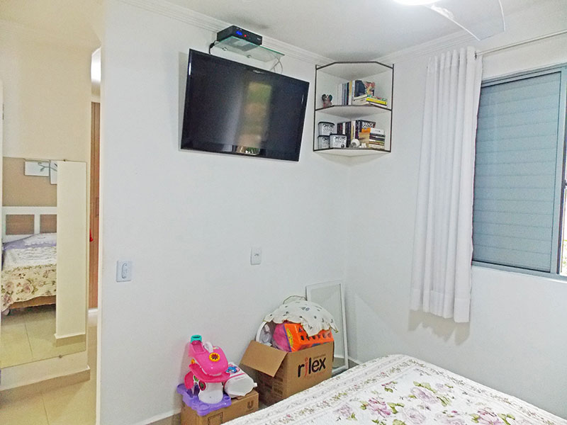 Sacomã, Apartamento Padrão-1º quarto com piso de porcelanato, teto com moldura de gesso e armários planejados.