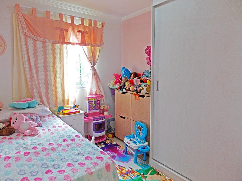 Sacomã, Apartamento Padrão-3º quarto com piso de porcelanato, teto com moldura de gesso e armários planejados.