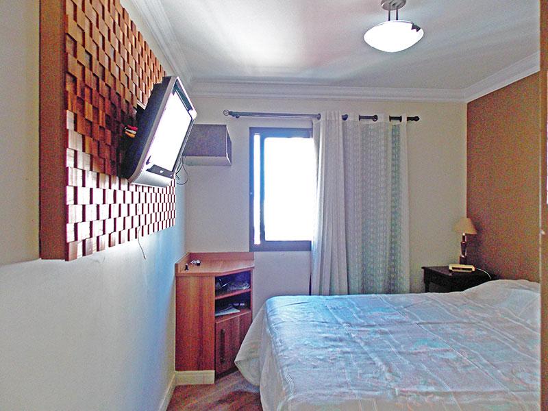 Jabaquara, Apartamento Padrão-Suíte com piso de laminado, teto com moldura de gesso, armários planejados e closet.