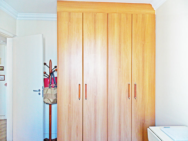 Jabaquara, Apartamento Padrão-3º quarto com piso de laminado, teto com moldura de gesso e armários planejados.