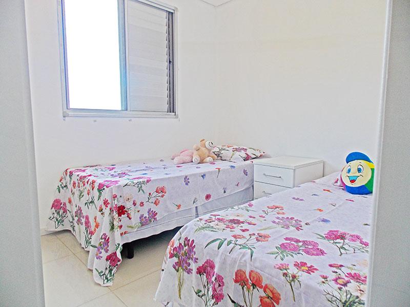 Sacomã, Apartamento Padrão-3º Quarto com piso de porcelanato, teto com sanca e armários planejados.
