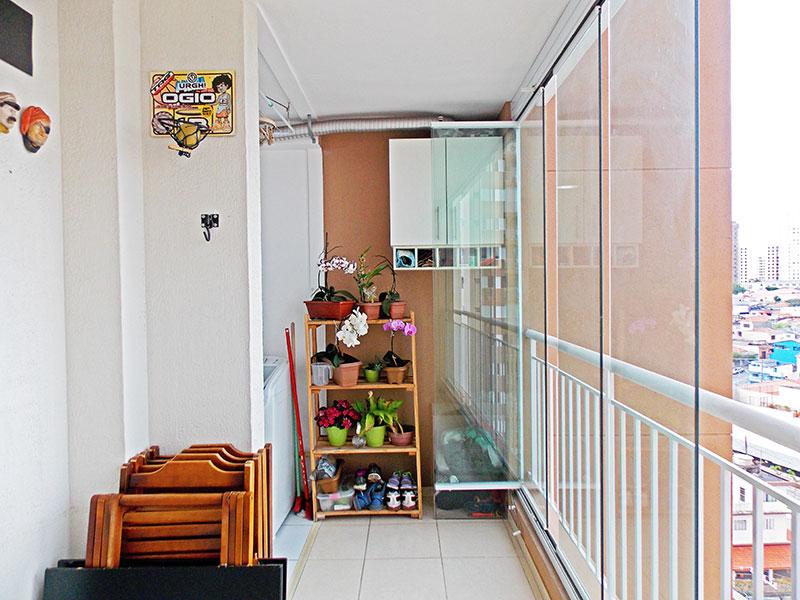 Sacomã, Apartamento Padrão-Sacada com piso de cerâmica e fechamento de vidro.