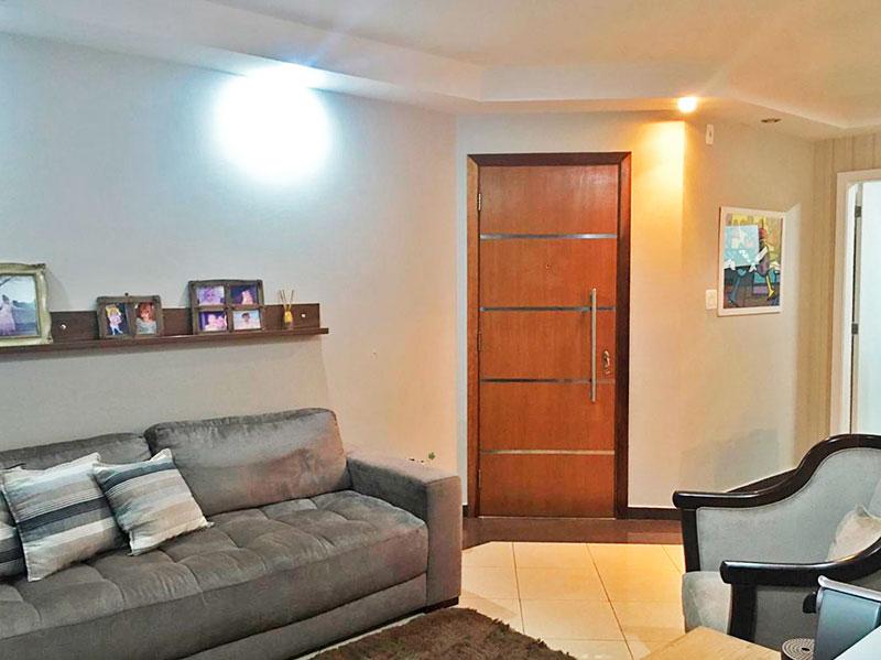 Ipiranga, Apartamento Padrão-Sala irregular (3º quarto com piso de taco ampliado com a sala) com piso de cerâmica, teto com sanca de gesso, iluminação embutida e acesso a varanda.