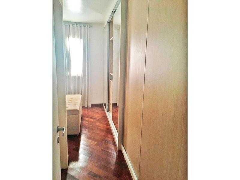 Ipiranga, Apartamento Padrão-Suíte com piso de taco e armários planejados.