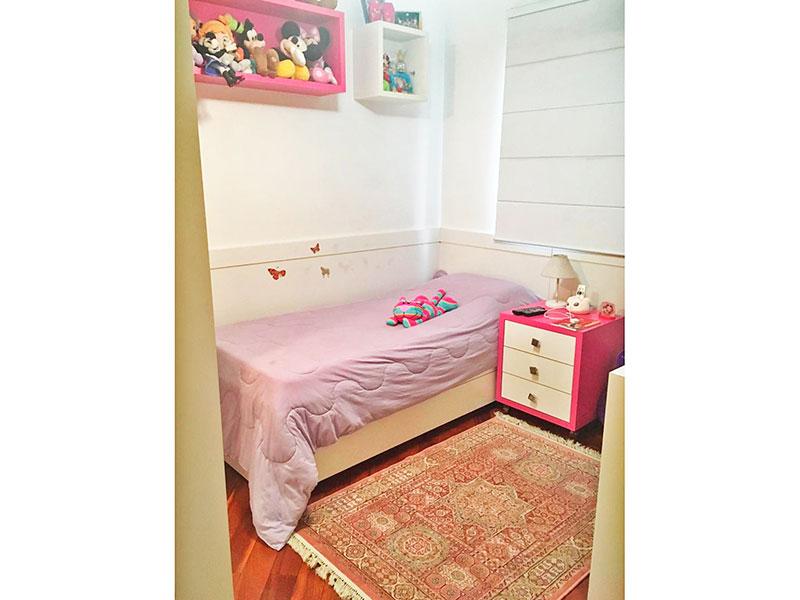 Ipiranga, Apartamento Padrão-2º quarto com piso de taco, teto com moldura de gesso e armários planejados.