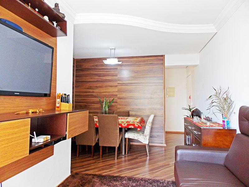 Ipiranga, Apartamento Padrão-Sala em L com piso de laminado, teto com sanca de gesso e acesso a sacada.