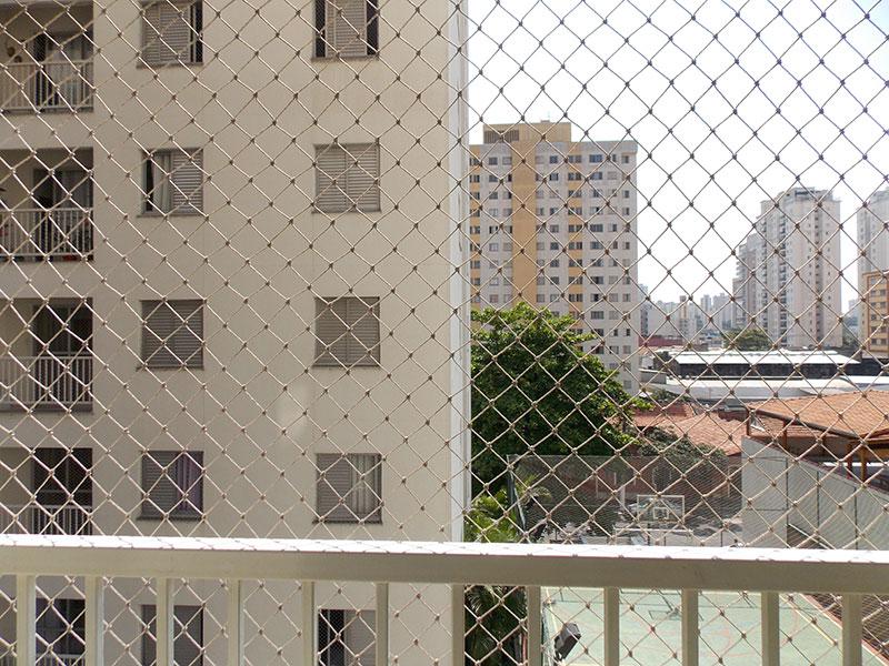 Ipiranga, Apartamento Padrão-Sacada com piso de cerâmica e tela de proteção.