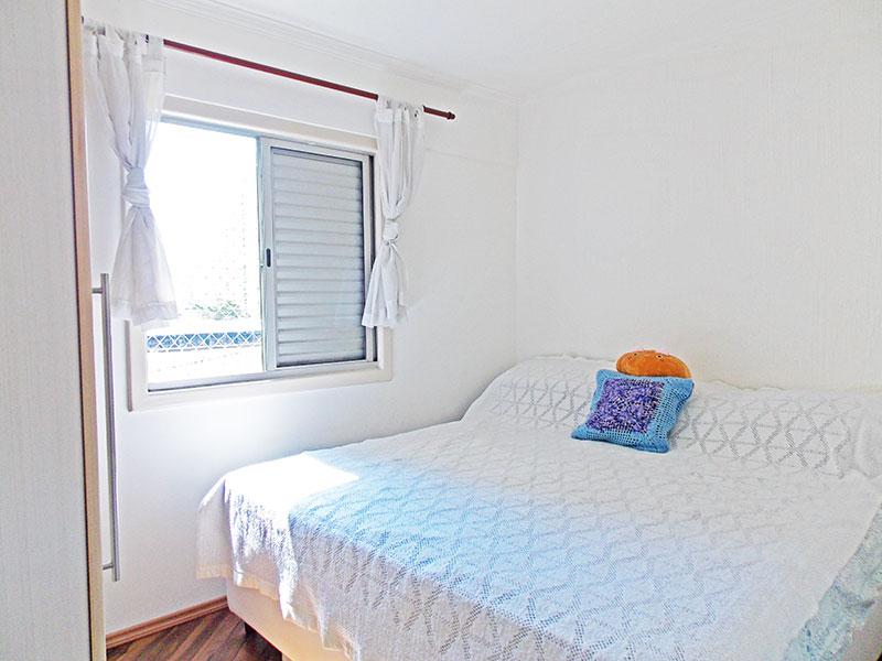 Ipiranga, Apartamento Padrão-1º quarto com piso de laminado, teto com moldura de gesso e armários planejados.