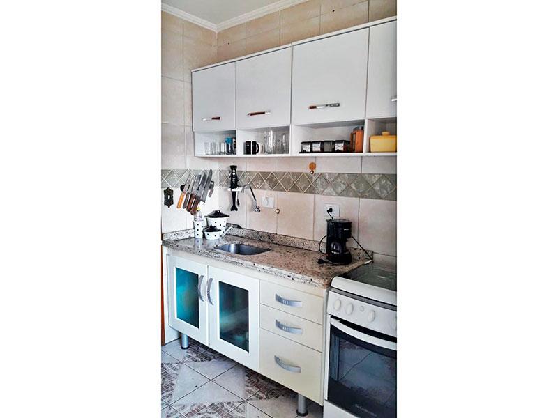 Jabaquara, Apartamento Padrão-Cozinha com piso de cerâmica, teto com moldura de gesso, gabinete, pia de granito e acesso a área de serviço.
