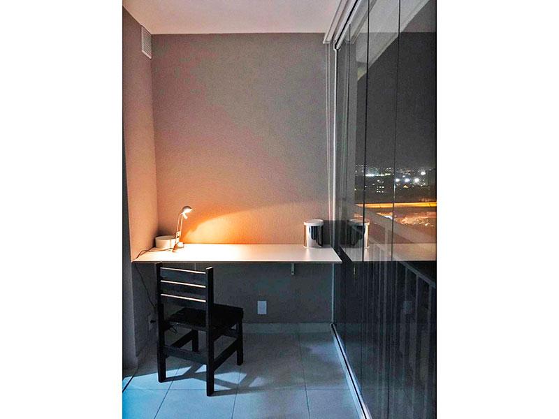 Ipiranga, Apartamento Padrão - Varanda com piso de cerâmica e fechamento de vidro.