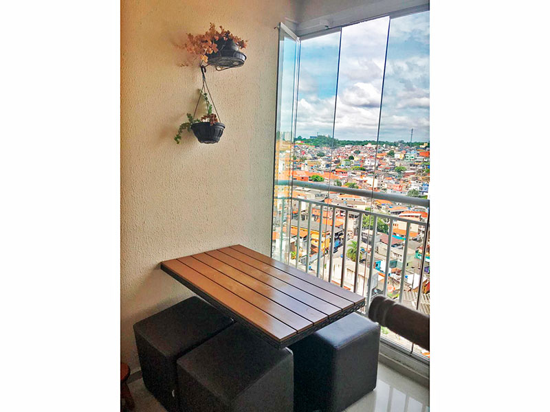 Sacomã, Apartamento Padrão-Varanda gourmet com piso de porcelanato, armários planejados, gabinete, pia de granito e fechamento de vidro.
