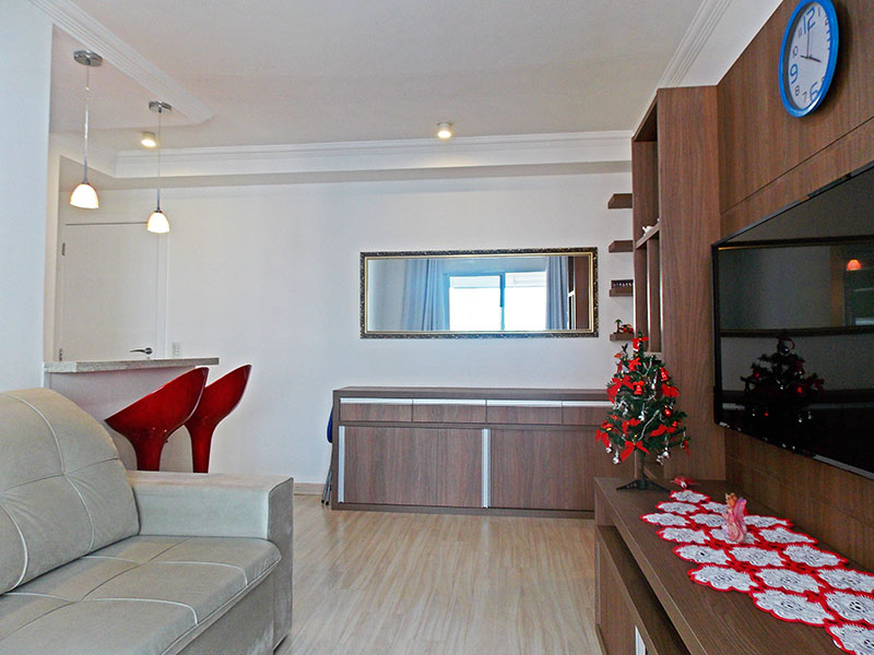 Jabaquara, Apartamento Padrão-Sala com piso de laminado, teto com moldura de gesso, armários planejados e acesso a varanda gourmet.