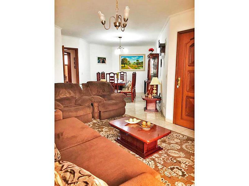 Ipiranga, Apartamento Padrão-Sala irregular com dois ambientes, com piso de cerâmica, teto com moldura de gesso e acesso a sacada.